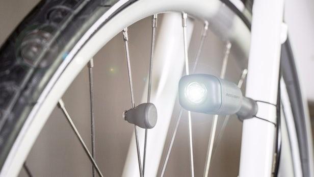 Lampu Sepeda Ini Gunakan Magnet Sebagai SumberDaya